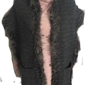 Chunky Knit Wrap Scarf with Pockets